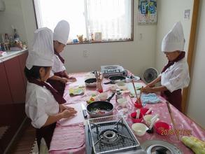 7月22日に松戸市五香で、子ども料理教室《まじかるれっすん》吉田教室が開催されました♪7月は2回目の開催、3人のちびっこ料理人が参加してくれました(^^♪