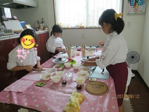 8月12日に松戸市五香で、子ども料理教室《まじかるれっすん》吉田教室を開催しました♪サラダそうめん食べて、暑い夏を乗り切ろ~^^